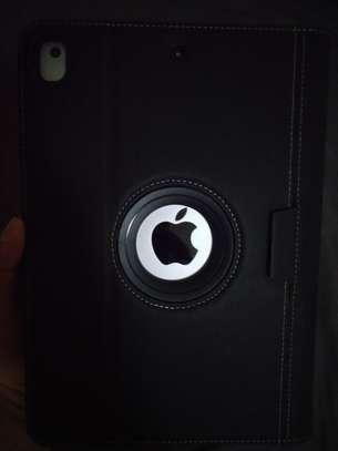 Apple i pad 5th generation, 9.7 inch, 128 GB image 1