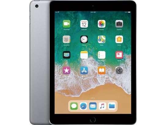 Apple iPad 5th Generation image 3
