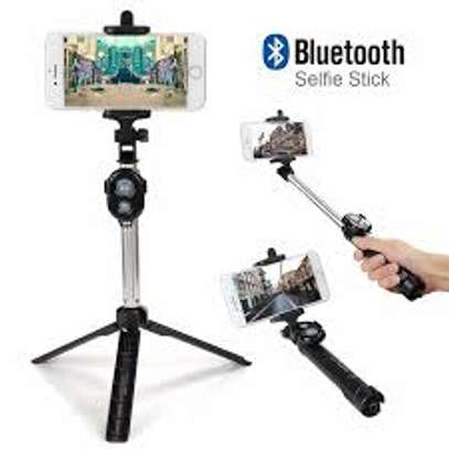 Selfie Stick With Bluetooth Remote image 4
