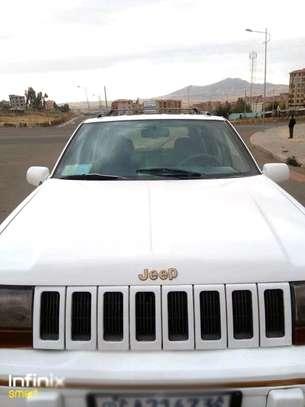 Jeep Grand Cherokee image 2
