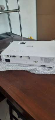 Sony projector almost new image 3