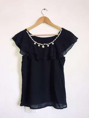 Cute black shirt with pearls