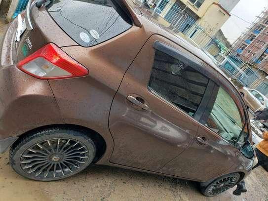 2011 - Model - Toyota Yaris Compact image 3