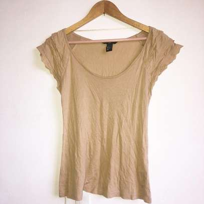 H&M top with cute detailing on sleeves