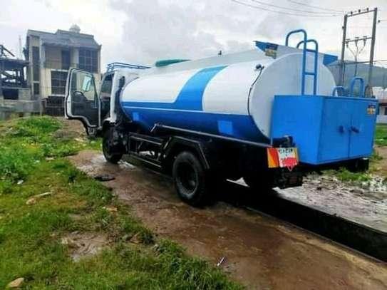 Isuzu water truck image 1