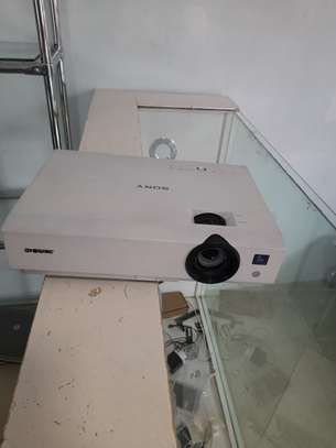 Sony projector almost new image 1