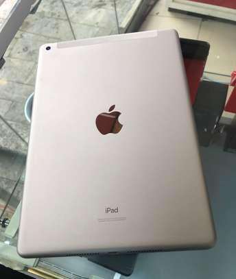 Apple iPad 7th Generation image 2