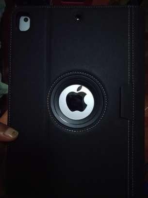 Apple i pad 5th generation, 9.7 inch, 128 GB image 2