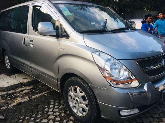 Hyundai Starex image 1