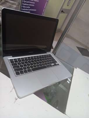 Macbook pro core i5 2011 image 1