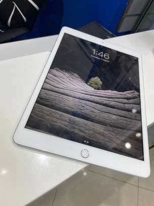 iPad 7th gen 2019  128GB wifi only image 1