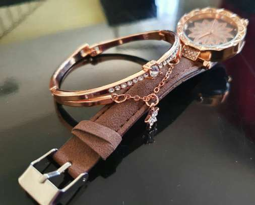 Ladies Hand Watch Set with Bracelet image 2