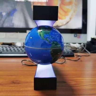 Levitating globe for office Grace image 2