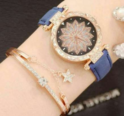 Ladies Hand Watch Set with Bracelet image 1