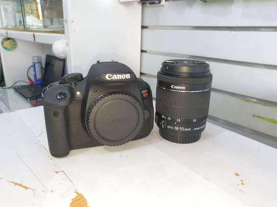 Canon 700D Digital Camera