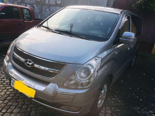 Hyundai Starex image 2