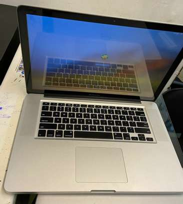 MacBook Pro 2010    ?Processor 2.4 GHz Intel core I5 image 1
