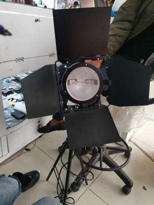 Tripod n flash light image 2