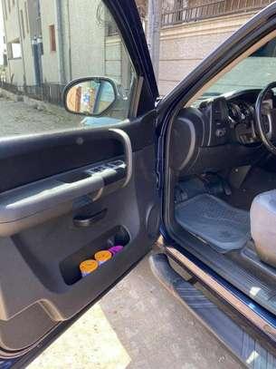 2010 Model-Chevrolet Silverado image 6
