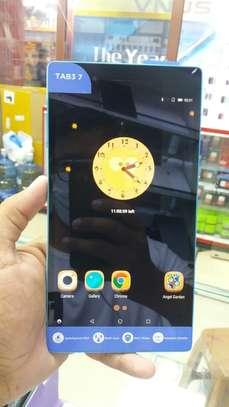 Lenovo Tablet image 3