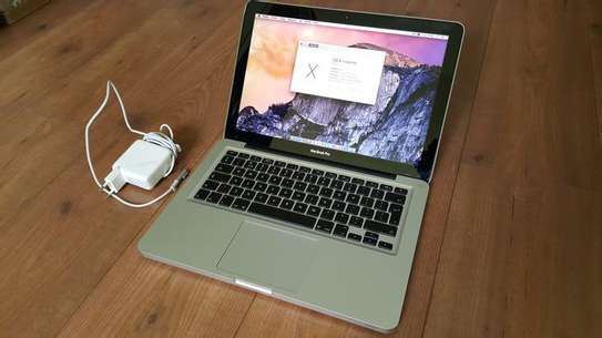Apple Macbook pro core i7   with  2011 year  excellent battry life image 2