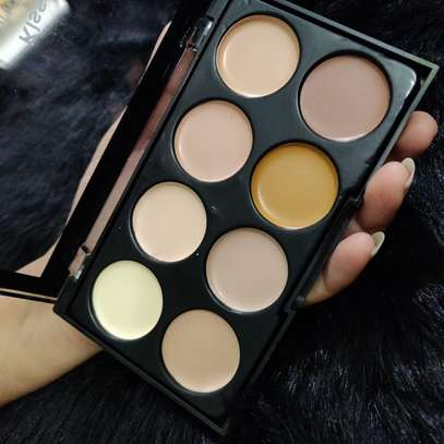 Kiss Beauty Highlighter and Contour Palette