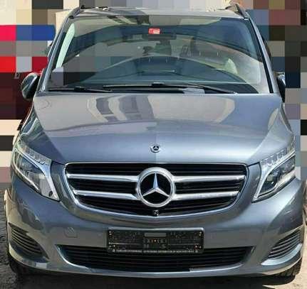 2020 Model-Mercedes -Benz V250 image 1
