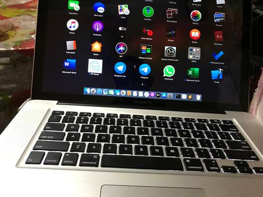Macbook pro corei7 8GB RAM 750HDD