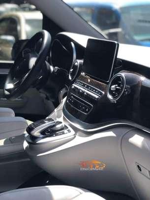 2020 Model Mercedes -Benz V250 image 3