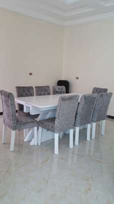 Dining table (furniture)