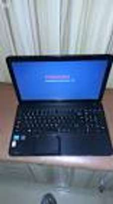 TOSHIBA core i 3 4 gb ram 500 gb  almost new image 1