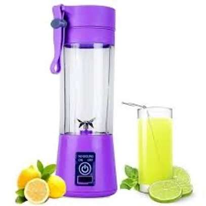 Mini portable juicer image 2
