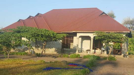BUY CLOSE TO BEACH KIGAMBONI HOUSE ON A HUGE PLOT. image 6