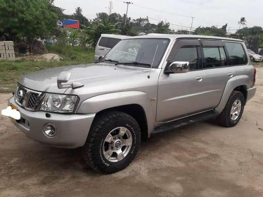 2010 Nissan Patrol New Model -DJL image 1