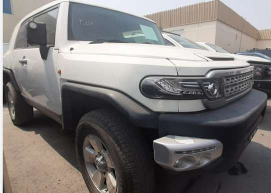 2015 Toyota FJ CRUISER PETROL 4000CC TSHS 69MILLION ON THE ROAD image 1