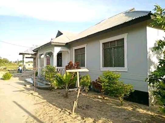 3 bedrooms spacious House going cheap at Mbagala CHAMAZI image 1