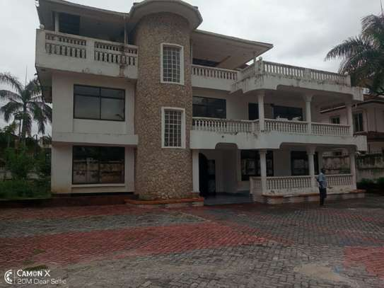 5bed house at mikocheni a $1000pm  big compound image 1