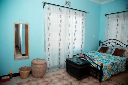 Stylish and cozy 3 bedroom apartment in Arusha image 3