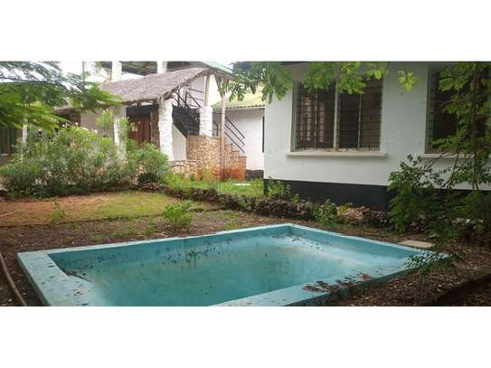 amaizing beach house for rent at ras kilomoni $1200pm image 1