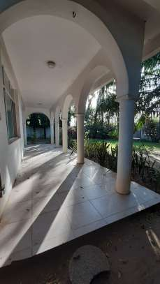 4 Bedrooms Beach House For Rent in Msasani Peninsula image 7