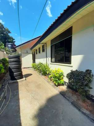 cheap house  for sale at masaki  dont miss ...just to solve probleams area 922sqm image 9