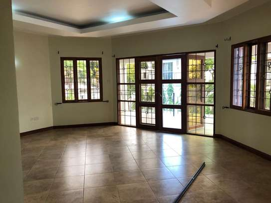 Well-maintained 4 Bedrooms Standalone House in Msasani image 11