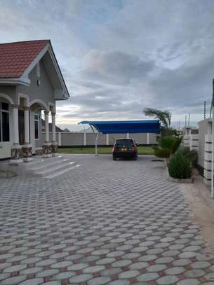 House for sale at dodoma Ilazo, 900 sq.m and good looking image 7