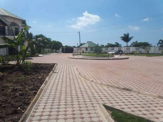 4bed house  with big compound   2 acres at bahari beach i deal fot ngos or big diplomatic familly image 7