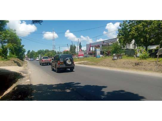 3bed house shared house   ideal for office at mikocheni tsh 1,000,000 image 2