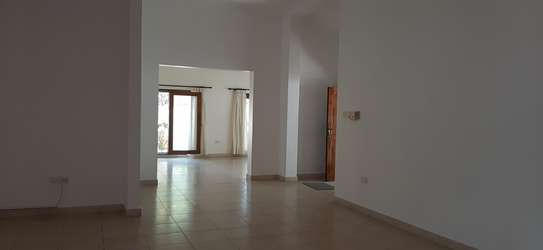 3 Bedroom House (Plus 2 Bdrm Guest Wing) For Rent In Oysterbay. image 7