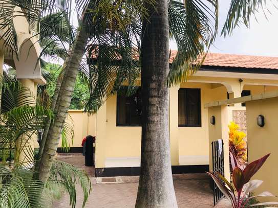 3 BED ROOM HOUSE FOR RENT AT MSASANI image 2