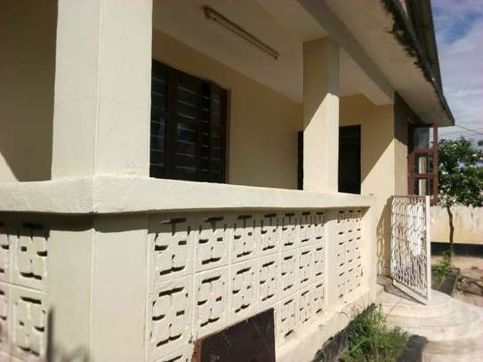3bed house at msasani tsh 800,000 walking distance to the beach image 14