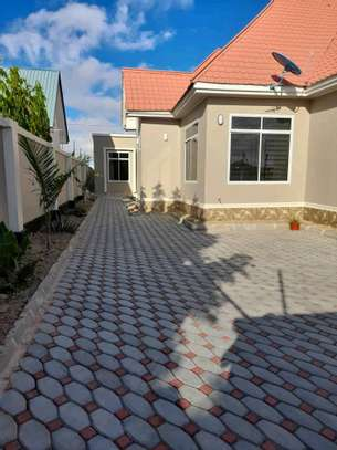 House for sale at dodoma Ilazo, 900 sq.m and good looking image 1