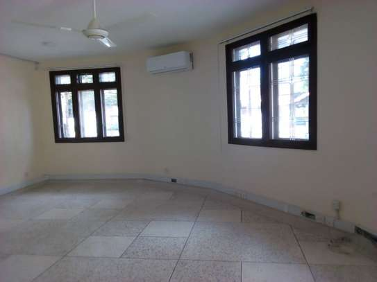 8bed houe at mikocheni $2000pm i deal for office image 6